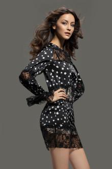Černé šaty s bílými puntíky